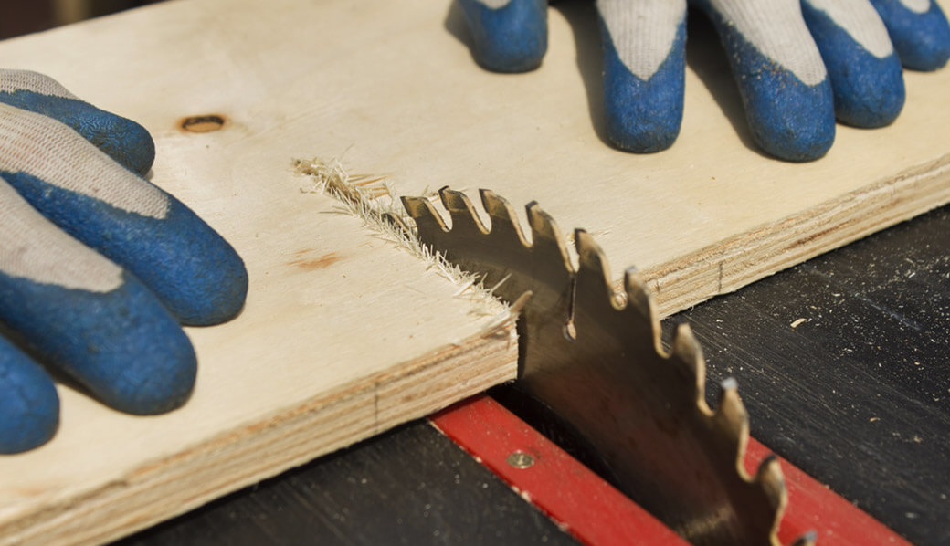 Square_a_Board_with_a_Table_Saw